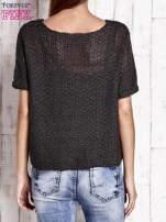 Ciemnoszary ażurowy sweter z metaliczną nicią                                  zdj.                                  2