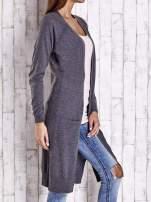 Ciemnoszary długi sweter z ażurowym zdobieniem szwów                                                                          zdj.                                                                         3