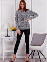 Ciemnoszary melanżowy sweter z warkoczowymi splotami                                  zdj.                                  4
