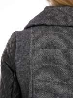 Ciemnoszary płaszcz ze skórzanymi pikowanymi rękawami                                  zdj.                                  9