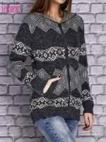 Ciemnoszary sweter w azteckie wzory z kapturem i kieszeniami                                  zdj.                                  3