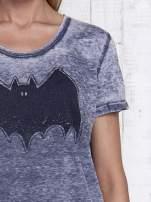Ciemnoszary t-shirt acid wash z motywem Batmana                                  zdj.                                  7