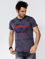 Ciemnoszary t-shirt męski z graficznym printem                                  zdj.                                  1