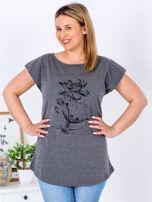 Ciemnoszary t-shirt z motywem roślinnym PLUS SIZE                                  zdj.                                  1