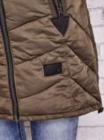 Ciemnozielony puchowy płaszcz z polarowym kołnierzem                                                                          zdj.                                                                         7