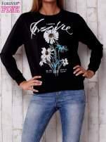 Czarna bluza z nadrukiem kwiatowym i napisem                                  zdj.                                  1