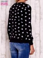 Czarna bluza z nadrukiem serduszek                                  zdj.                                  4