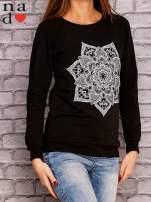Czarna bluza z ornamentowym nadrukiem                                  zdj.                                  3
