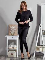 Czarna bluza z rozcięciami i perełkami                                  zdj.                                  4