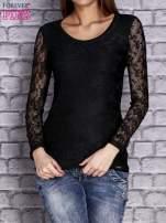 Czarna bluzka z ażurowymi rękawami                                  zdj.                                  1