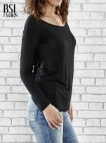 Czarna bluzka z kopertowym dekoltem na plecach                                  zdj.                                  3