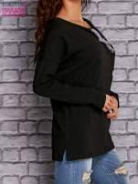 Czarna bluzka z wiązaniem przy dekolcie i kieszenią                                  zdj.                                  3