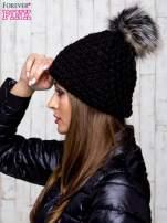 Czarna czapka o grubym splocie z pomponem                                  zdj.                                  2
