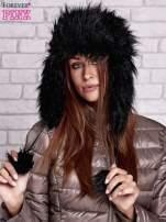 Czarna futrzana czapka z nausznikami i pomponami