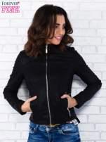 Czarna kurtka ramoneska ze złotym suwakiem z tyłu                                  zdj.                                  1