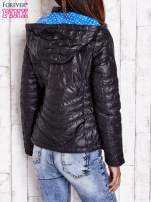 Czarna pikowana kurtka z wykończeniem w groszki