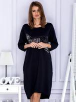 Czarna sukienka dresowa z napisem FASHION                                  zdj.                                  1