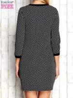 Czarna sukienka we wzór rombów                                  zdj.                                  4