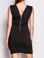 Czarna sukienka z bogatym zdobieniem przy dekolcie                                  zdj.                                  2