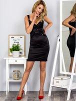 Czarna sukienka z cekinowymi wstawkami                                  zdj.                                  4