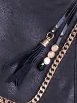 Czarna torba hobo ze złotym łańcuchem i chwostem