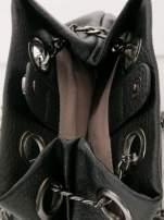 Czarna torebka typu worek na łańcuszku                                  zdj.                                  4