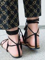 Czarne sandały wiązane wokół kostki ozdobnym chwostem                                  zdj.                                  3