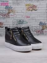 Czarne skórzane buty slip on ze złotym suwakiem i napisem                                                                          zdj.                                                                         2