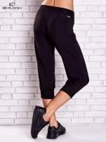 Czarne spodnie capri z dżetami i lampasami                                  zdj.                                  2