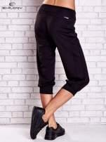 Czarne spodnie capri z lampasami i troczkami PLUS SIZE                                                                          zdj.                                                                         3