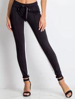 Czarne spodnie dresowe Defined                                  zdj.                                  1