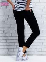 Czarne spodnie regular jeans z dżetami w pasie                                  zdj.                                  2