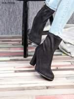 Czarne zamszowe botki faux suede Hannah na wysokim słupku                                  zdj.                                  3
