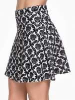 Czarno-biała trapezowa spódnica w ornamentowy wzór roslinny                                  zdj.                                  7