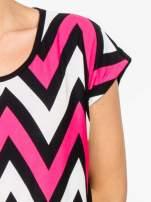 Czarno-różowy t-shirt w geometryczne wzory                                  zdj.                                  5