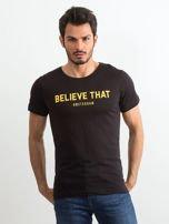 Czarny bawełniany t-shirt męski z napisem                                  zdj.                                  1