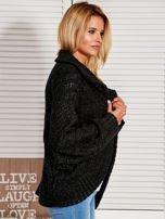 Czarny dziergany sweter typu kardigan przeplatany błyszczącą nicią                                                                          zdj.                                                                         2