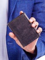 Czarny portfel męski z tłoczonym napisem                                  zdj.                                  1