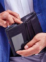 Czarny portfel skórzany z czerwoną wstawką                                  zdj.                                  3