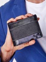 Czarny portfel z poziomą tłoczoną wstawką                                  zdj.                                  1