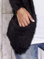 Czarny puszysty sweter z bocznymi kieszeniami