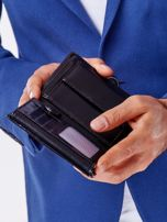 Czarny skórzany portfel męski z symetrycznymi tłoczeniami                                  zdj.                                  2
