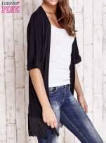 Czarny sweter z podwijanymi rękawami i frędzlami                                  zdj.                                  3