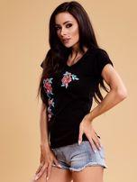 Czarny t-shirt damski w kwiaty                                  zdj.                                  3