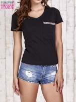 Czarny t-shirt z azteckim wykończeniem                                  zdj.                                  1