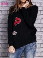 Czarny włochaty sweter z naszywkami                                  zdj.                                  1