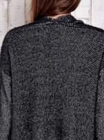 Czarny włochaty sweter z otwartym dekoltem                                  zdj.                                  6