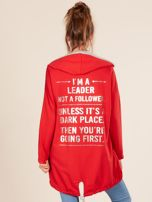 Czerwona bluza z kapturem i napisem z tyłu                                  zdj.                                  2