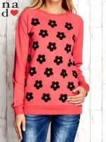 Czerwona bluza z nadrukiem kwiatów                                  zdj.                                  1