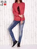 Czerwona bluza z piórkiem                                  zdj.                                  2